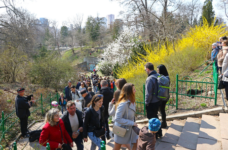Kyiv, Ukraine - April 7, 2019: People enjoy sunny sunday and first spring blossoms at the Fomin Botanical Garden, one of the oldest botanical gardens in Ukraine 新聞圖片