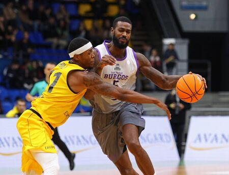 KYIV, UKRAINE - SEPTEMBER 26, 2019: Kyndahl Hill of BC Kyiv Basket (L) fights for a ball with Earl Clark of San Pablo Burgos during their FIBA Basketball Champions League Qualifiers game Редакционное