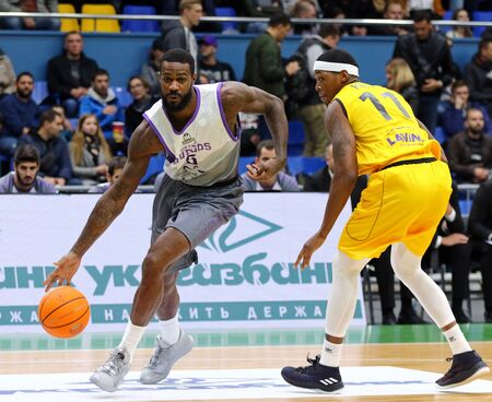 KYIV, UKRAINE - SEPTEMBER 26, 2019: Earl Clark of San Pablo Burgos (L) attacks during the FIBA Basketball Champions League Qualifiers game BC Kyiv Basket v San Pablo Burgos in Kyiv. Burgos won 86-83 Éditoriale