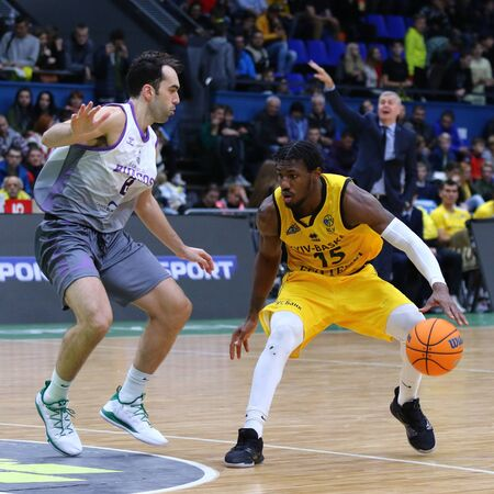 KYIV, UKRAINE - SEPTEMBER 26, 2019: Deon Edwin (R) of BC Kyiv Basket in action during the FIBA Basketball Champions League Qualifiers game BC Kyiv Basket v San Pablo Burgos in Kyiv Редакционное