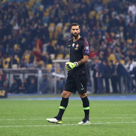 Kyiv, Ukraine - October 14, 2019: Goalkeeper Rui Patricio of Portugal in action during the UEFA EURO 2020 Qualifying game Ukraine v Portugal at NSK Olimpiyskyi stadium in Kyiv. Portugal lost 1-2 新聞圖片