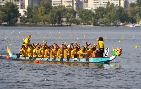 Kyiv, Ukraine - September 13, 2019: ICF Dragon Boat Club Crew World Championships 2019 on Dnipro river in Kyiv, Ukraine. D20 Senior Men 2000m Final, Team - Romi Canoe and Dragonboat Club (Hungary) Stockfoto - 134697483