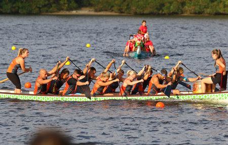Kyiv, Ukraine - September 13, 2019: ICF Dragon Boat Club Crew World Championships 2019 on Dnipro river in Kyiv, Ukraine. D10 Senior Mixed 2000m Final, Team - Dragon Force (Czech Republic) Stockfoto - 134697491