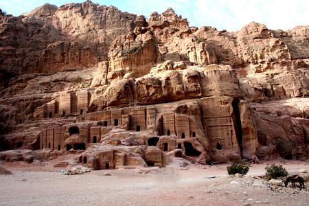 petra  jordan: Tombs carved into the red sandstone in Petra, Jordan