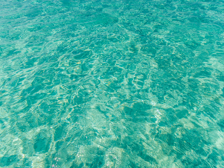 azul turqueza: Turquesa superficie del mar azul con olas de fondo