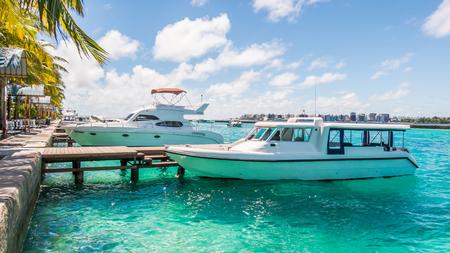 Marina en speedboot