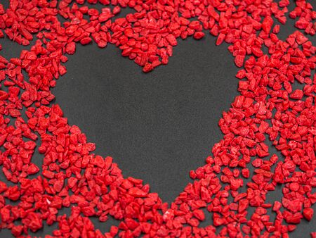 Copy space heart shape on blackboard texture with vivid or vibrant red gravel pattern for valentine 's day and love background concepts and ideas. Imagens - 138939054