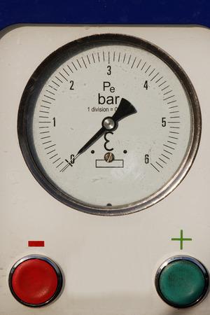 control panel: un panel de control de la presi�n Foto de archivo