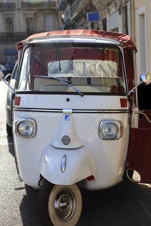 tuktuk: Tuk-tuk moto taxi, Famous France moto-taxi called tuk-tuk