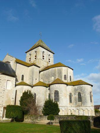 教会とユネスコの世界遺産であるフレスコ画に家でフランス、サン サヴァン修道院 写真素材 - 4014712