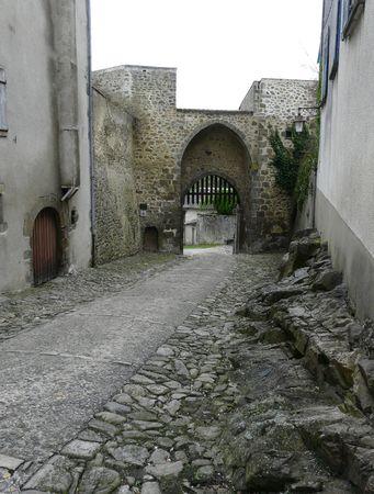 portcullis: Castello cancello d'ingresso ai margini della citt� medievale di Le Dorat in Francia