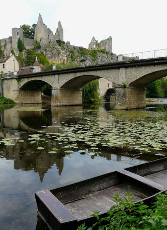 floating bridge: River and castle ruins at Angles sur l'Anglin, France