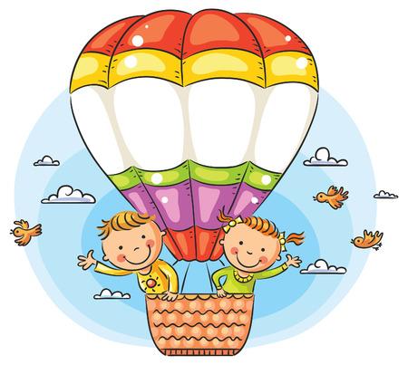Happy cartoon kinderen reizen door de lucht met een kopie ruimte aan de overkant van de ballon