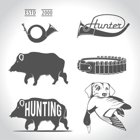 Jagen, design elementen. Boar, wilde eend, bandolier, jachthond met eend in zijn mond, jachthoorn, riet. Vector Illustratie