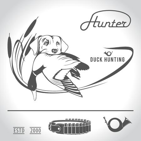 Caza logotipo del perro de caza con un pato salvaje en sus dientes y elementos de diseño. El equipo del cazador.