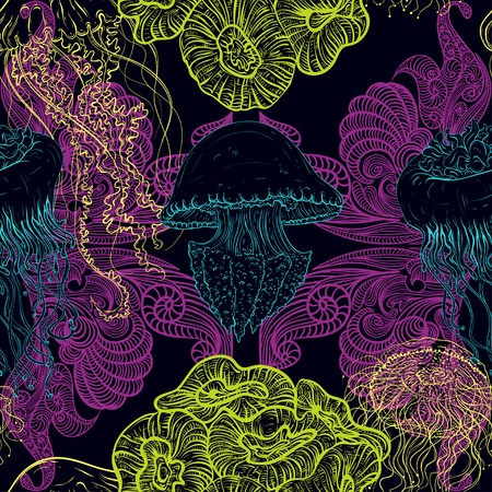 fauna: Seamless pattern with jellyfish, marine plants and seaweed. Vintage hand drawn illustration marine life. Design for summer beach, decorations, print, pattern fill, web surface