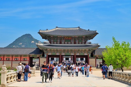 hundreds: SEOUL, SOUTH KOREA -MAY 21: Hundreds of tourists gather outside of Gyeongbokgung Palace on May 21, 2016 in Seoul, South Korea. Editorial