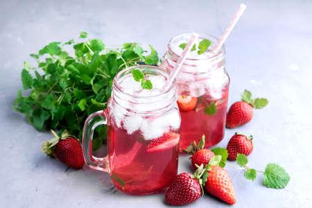 Strawberry lemonade Ice Mint Glass jars Zdjęcie Seryjne