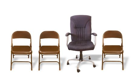 ofis koltuğu: One Fancy Office Chair in a Row of Folding Chairs