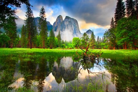 yosemite: Sunset Reflections at Yosemites Cathedral Rocks. Stock Photo