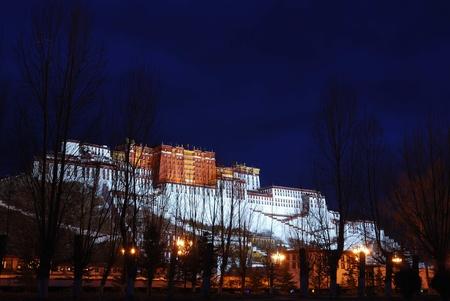gelugpa: Potala palace in Lhasa, Tibet