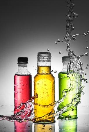 Claboussures d'eau sur verre Banque d'images - 14043264