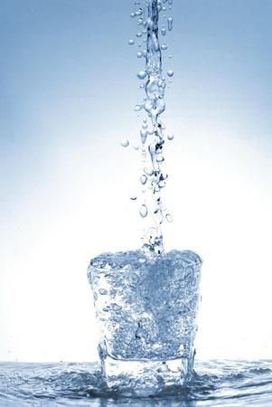 Bouteille d'eau Banque d'images - 14044172