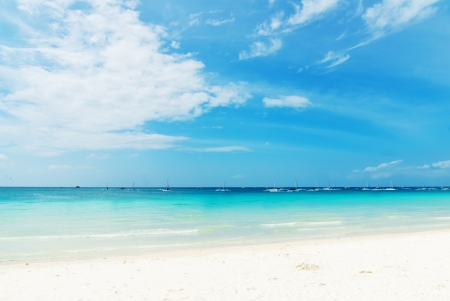 Beautiful tropical beach and sky Stock Photo - 14082887