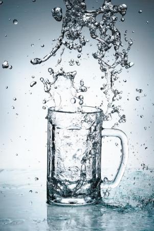 acqua vetro: Water splash in vetro