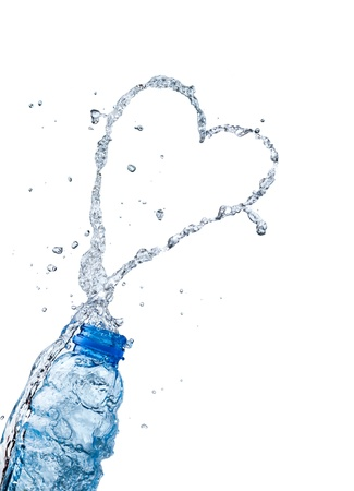 corazones azules: Chapoteo del agua melocot�n en forma de coraz�n, el tema del amor