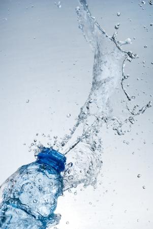 Claboussures d'eau sur verre Banque d'images - 18966580