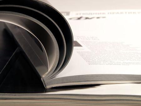 informait: Pile de magazines de conception sur fond isol�
