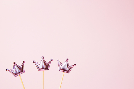 Three shiny crowns on a pink background. Decorations for holiday party. Copy space. Banque d'images - 121700233