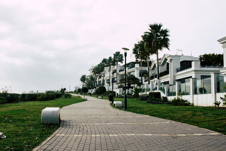 Park. Park miejski na plaży. Estepona, Costa del Sol, Andaluzja, Hiszpania. Zdjęcie Seryjne
