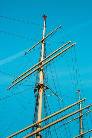 Hamburg, Germany - April 7, 2018: View of mast on blue sky backgroung in Hamburg's harbor 新聞圖片