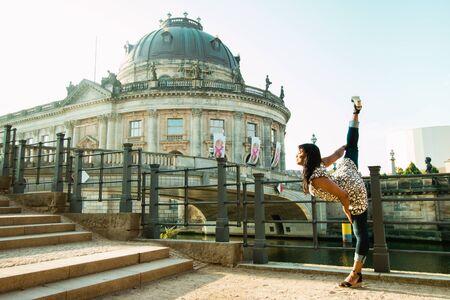 Berlin, Germany - 06.09.18. The view of Bode Museum and Nord Monbijou bridge with black dancing woman in front of it. 版權商用圖片 - 142313848