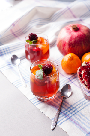 portioned fruit dessert in glass cups kremankah - jelly with fruit and mint, low-calorie summer snack Imagens