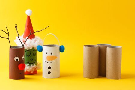 Santa claus, Grinch, Snowman from toilet tube roll for winter holiday decor. Banque d'images