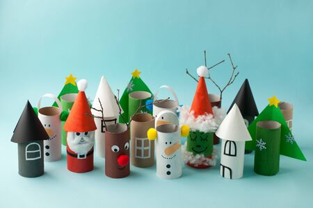 Decoration for Winter season home party - toys made with toilet paper roll. Banque d'images