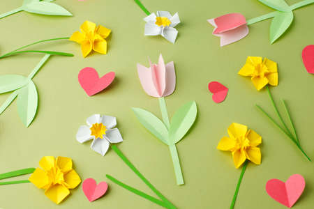 Happy Easter paper craft for kids. Paper DIY seasonal flowers and hearts pastel green background. Spring decor, reate art for children, daycare, kindergarten, flyer greeting card, holiday pattern Zdjęcie Seryjne