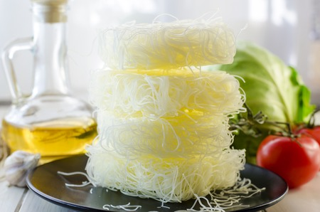 Raw rice noodles and ingredients for its preparation