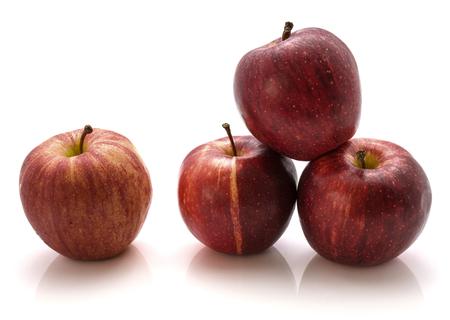 白い背景に分離されて全くガラりんごを 4 つ 写真素材