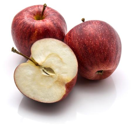 ガラリンゴ、2つの全体と半分、白い背景に隔離