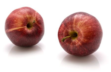 白い背景に隔離されたガラリンゴ全体のペア 写真素材
