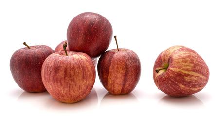 白い背景に分離されたりんご全体ガラ