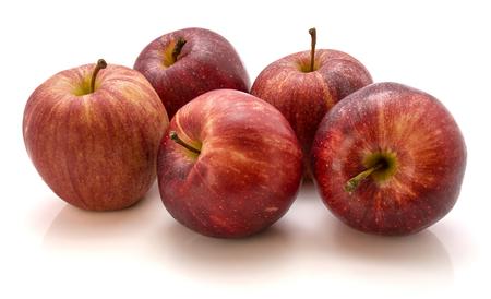5 つのりんごを全体ガラ白い背景で隔離のグループ
