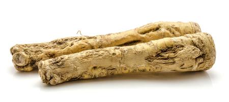 Paire de racine de raifort frais isolé sur fond blanc Banque d'images - 92665577