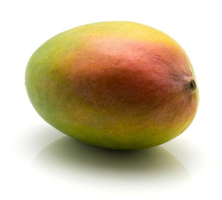 白い背景に分離された 1 つのマンゴー 写真素材