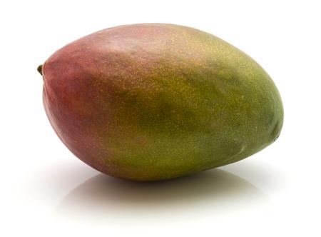 1 つの全体の白い背景の上分離されたマンゴー