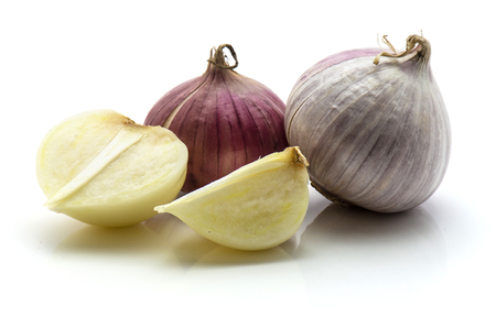 Two whole, one half, quarter of solo garlic isolated on white background  Stock Photo